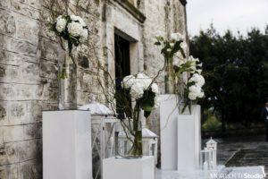 Esterno del Santuario della Madonna di Ibernia, trionfo del bianco e delle ortesnie